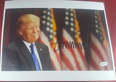 """""""45th U.S. President"""" Donald J Trump 10X8 Color Photo Hand Signed Authenticated"""