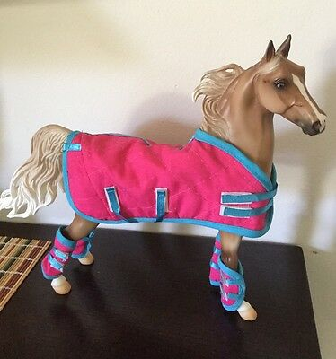 Breyer Traditional Model Horse Hot Pink And Blue Shipping Blanket And Boots Set
