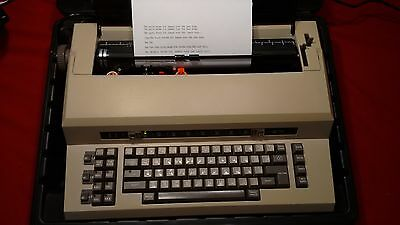 "Sears ""The Electronic Communicator 2"" Electric Typewriter & Case - WORKS GREAT"