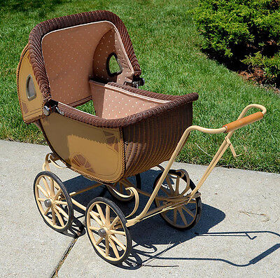 Antique baby buggie