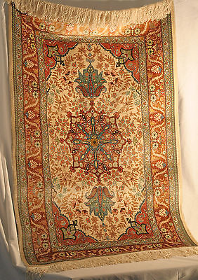 100% SILK TURKISH CARPET WALL OR PRAYER RUG HAND MADE & SIGNED 28in x 46in