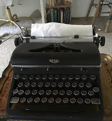 "Antique Royal ""Quiet De Luxe"" Working Typewriter With Case"