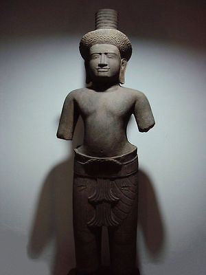 STANDING FIGURE OF A MALE DEITY. KHMER 'KHLEANG' PERIOD, 10/11th C. CAMBODIA