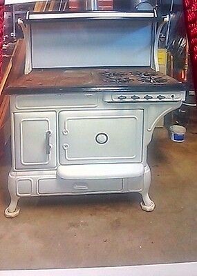 Antique Vintage Cooking Stove. Must be picked up only.