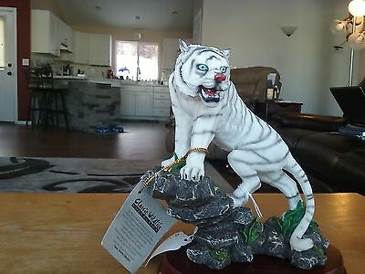 Classic Wilflife-Furious White Tiger Ascending Rock