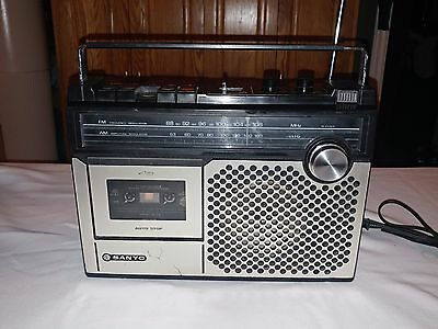 Sanyo M2405R Radio AM/FM Cassette Player