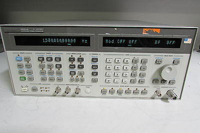 Agilent HP 8664A Synth High-Performance Signal Generator, 0.1-3GHz, opt 001, 004