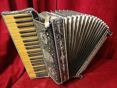 Vintage Pre-War Piano Accordion Vivona LMM 41/120 FOR PARTS OR REPAIR