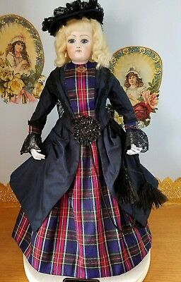 Antique Reproduction Century F.g. Mireille Porcelain Doll