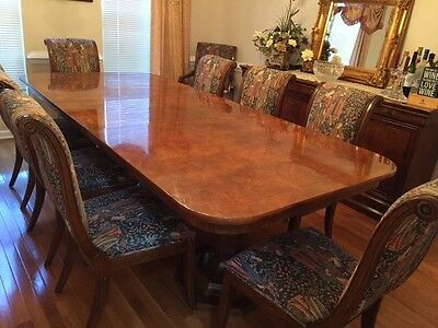 Elegant Henredon Dining Room Table, 10 chairs and Buffet