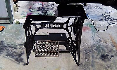 Antique Singer 29-4 Leather Sewing Machine Cast Iron Treadle  Base 1915