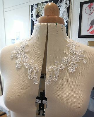 A Pair of light ivory floral lace appliques collar bridal tulle lace motifs