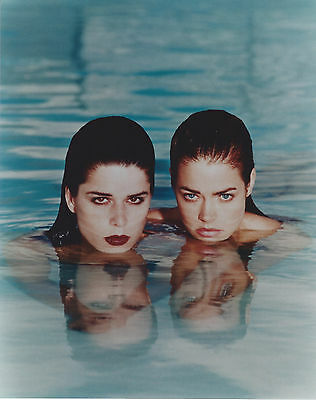 WILD THINGS denise richards HOT! 8 X 10 PHOTO WITH ULTRA PRO TOPLOADER