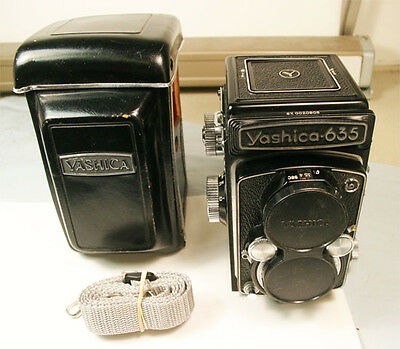 Vintage Yashica 635  TLR 6x6 with 80mm f3.5 lens  NEAR MINT