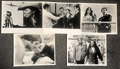 LOT OF 5 ORIGINAL PRESS PHOTOS GOLDEN NEEDLES Elizabeth Ashley, Joe Don Baker