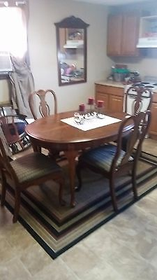 Queen Anne Green Prairie Woodworks ding table and 4 chairs good condition