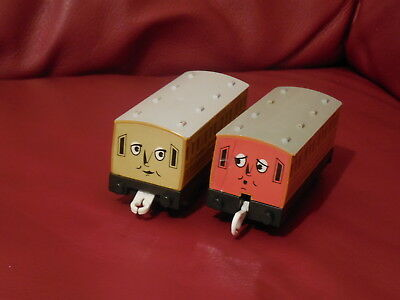 tomy trackmaster thomas the tank engine annie and clarabel coaches .seconds