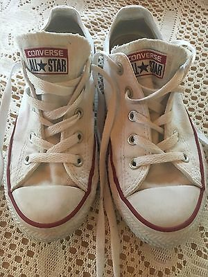 Converse All Star chuck taylor shoes size 1, girls size 2