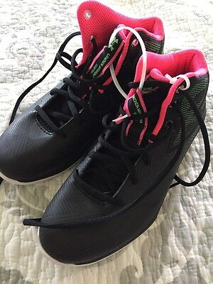 Boys Under Armour Basketball Shoes Sneakers Black Size 5 Y Nearly New