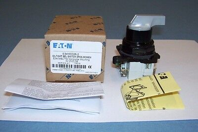 Eaton Oil Tight Selector Switch 3 Position Horizontal Mount E34YED26-2 E34VMBL7