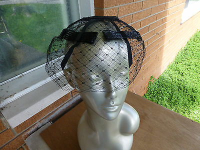Vintage LOTS OF  BLACK NETTING & Straw BOWS Fascinator Pillbox Hat millinery