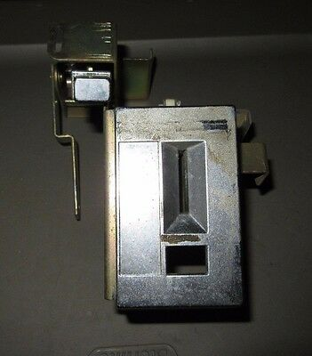 Rowe Bcc-8 Change Machine Coin Inlet And Reject Button Assembly, Guc