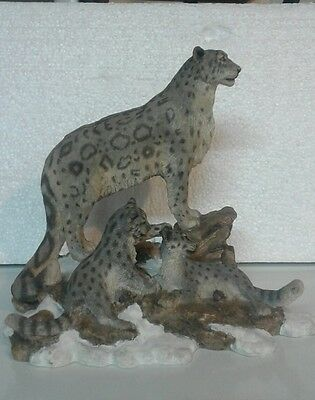 Snow leopard figurine statue collectables. Hamilton Collection