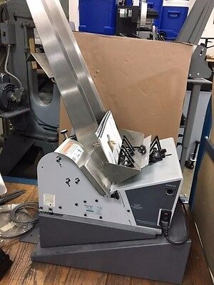 Pitney Bowes W823 Feed Right High Capacity Feeder