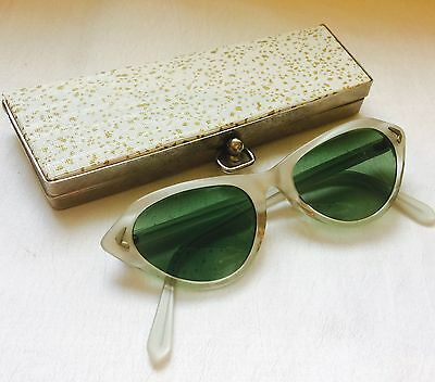 VINTAGE Pearlized White 50's CAT EYE MARIINE Sunglasses with Snap Shut Case