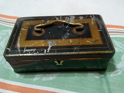 Antique Small Sewing BROOK'S SPOOL COTTON Thread Tin Lock Box with key.