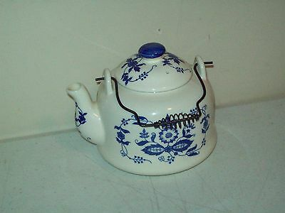 Vintage Teapot made in Japan Blue Deft motive Great shape no issues