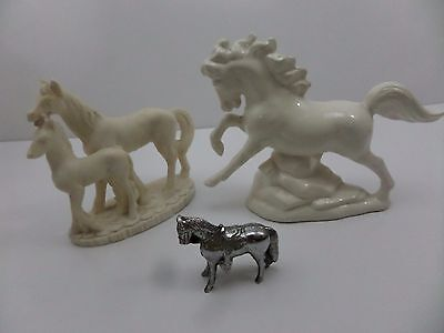 3X Decorative Ceramic Horses and one metal S2