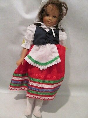 """12"""" Vinyl Unimax Brunette """"Dolls of All Nations""""  Doll 1995 ~Italy~"""