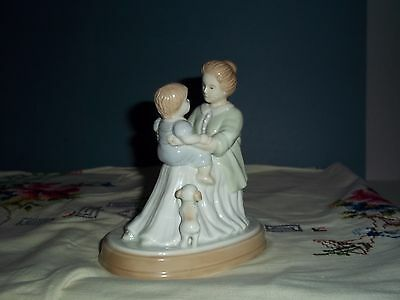 AVON Porcelain 1995 Mother's Love Source Of Fine Collectibles Figurine Gloss