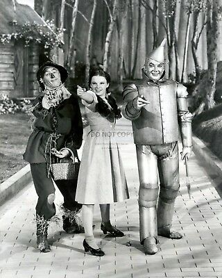 """Ray Bolger, Judy Garland & Jack Haley In """"The Wizard Of Oz""""  8X10 Photo (Zy-920)"""