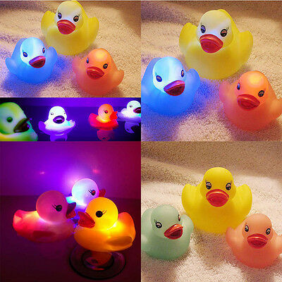4pcs Cute Flashing LED Lamp Baby Kids Bath Toy Color Changing Light Small Duck