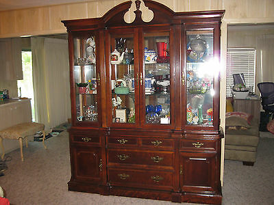 Vintage 1990 Bassett Cherry China Cabinet Hutch ~  Glass Shelves ~ Lighted
