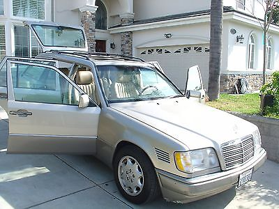 1995 Mercedes-Benz 300-Series Diesel Mercedes 95 E300D 124 Wagon Estate Diesel Reliable RARE Rust Free Moving Away