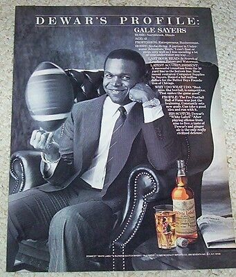 1985 ad page - Dewar's Scotch Whisky GALE SAYERS football Vintage Print ADVERT