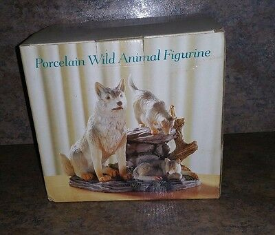 Wolves porcelain wild animal figurine 7 X 6 - NEW - OPEN BOX -