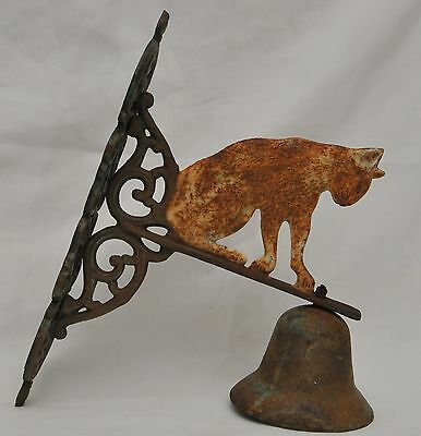 VINTAGE ANTIQUE CAST IRON CAT BELL ORNAMENT to MOUNT on WALL