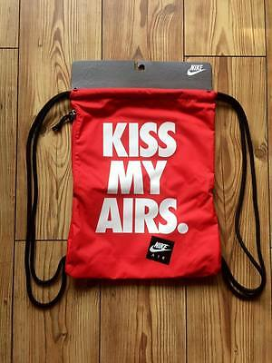 Nike Kiss My Airs Heritage Graphic Gymsack Sportbeutel Gymbag Rot Turnbeutel
