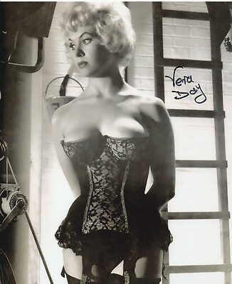 Vera Day In Person Signed Photo - STUNNING!!!! - AG277