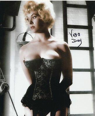Vera Day In Person Signed Photo - STUNNING!!!! - AG278