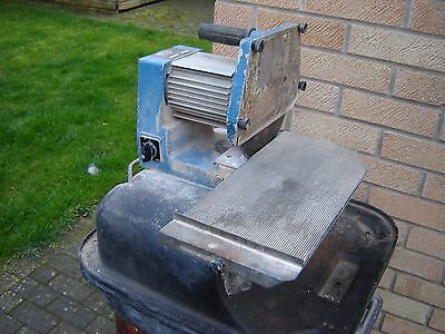 Tile saw with water bath