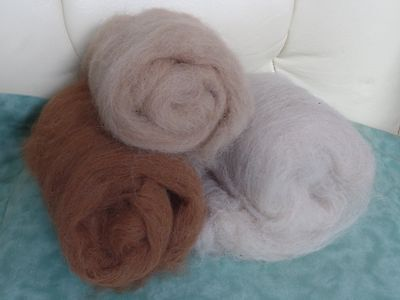 Hand Carded natural colour Alpaca fleece for felting, spinning 100g