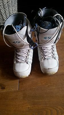 Size 6 Ladies white Snowboard Boots (Thirty Two)