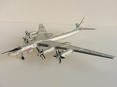 Tupolev TU-95MS RUSSIAN AIR FORCE 1/200 Herpa 558204 TU-95 Bear Bomber Туполев