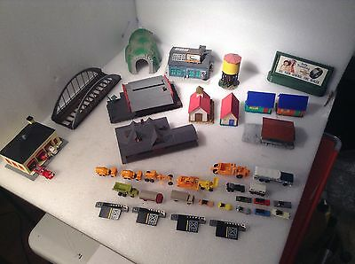 (Lot 359) N Gauge 11 Assembled Buildings And 25 Vehicles +