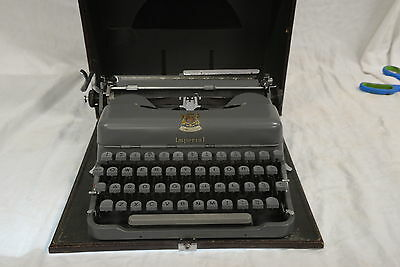Vintage Imperial Portable Typewriter - Model: Good Companion 3E with Case